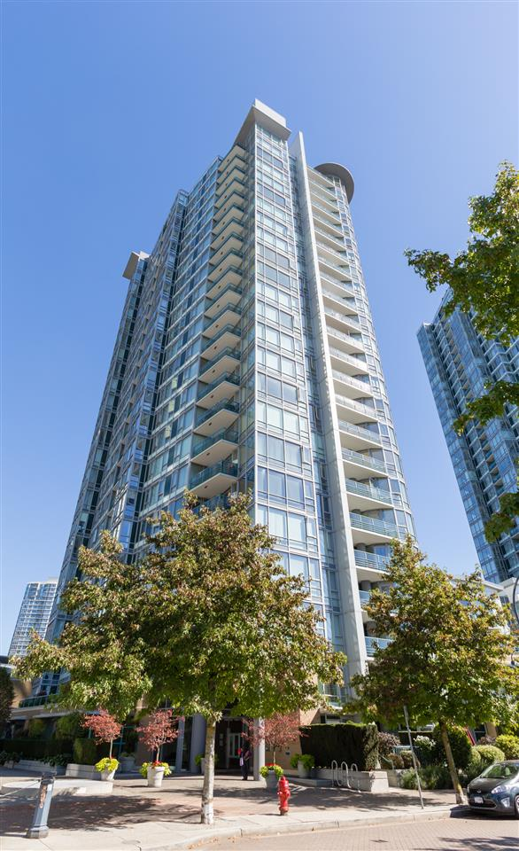 "Main Photo: 1602 1033 MARINASIDE Crescent in Vancouver: Yaletown Condo for sale in ""QUAYWEST"" (Vancouver West)  : MLS® # R2223980"