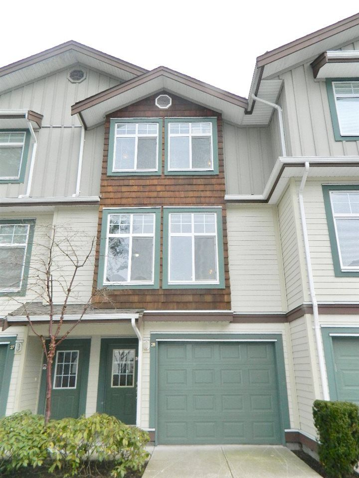 "Main Photo: 28 16588 FRASER Highway in Surrey: Fleetwood Tynehead Townhouse for sale in ""Castlepines"" : MLS®# R2247098"