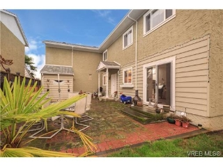 Main Photo: 15 10070 Fifth Street in SIDNEY: Si Sidney North-East Townhouse for sale (Sidney)  : MLS(r) # 346090