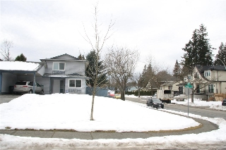 Main Photo: 7591 142 Street in Surrey: East Newton House 1/2 Duplex for sale : MLS® # R2139112