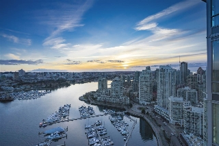 "Main Photo: 3807 1033 MARINASIDE Crescent in Vancouver: Yaletown Condo for sale in ""QUAYWEST"" (Vancouver West)  : MLS(r) # R2141743"