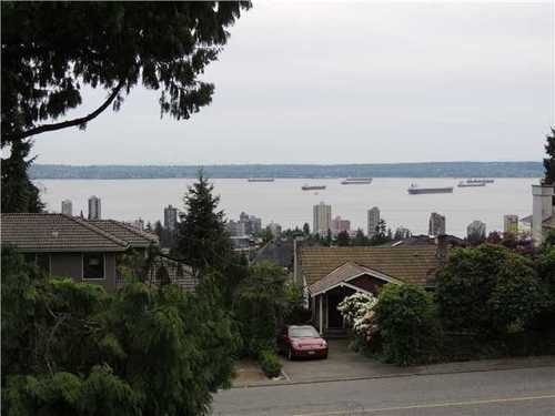 Main Photo: 2107 QUEENS Ave in West Vancouver: Home for sale : MLS®# V1065562
