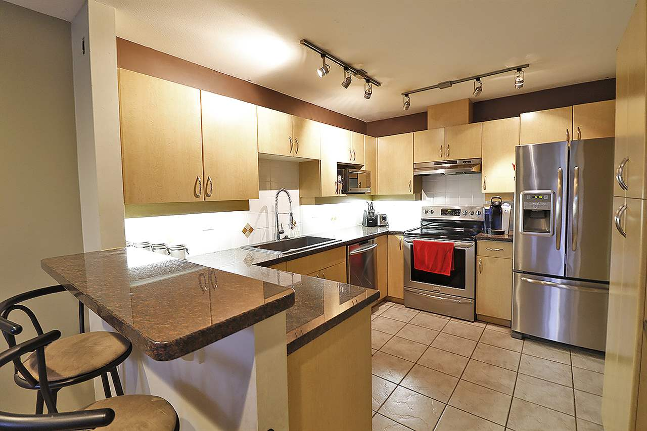 "Photo 3: 5 13918 58 Avenue in Surrey: Panorama Ridge Townhouse for sale in ""ALDER PARK"" : MLS® # R2155360"
