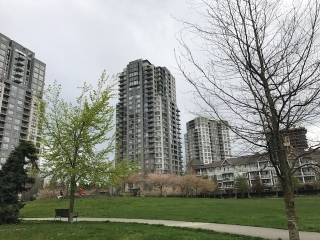 "Main Photo: 2206 5380 OBEN Street in Vancouver: Collingwood VE Condo for sale in ""URBA"" (Vancouver East)  : MLS(r) # R2159605"