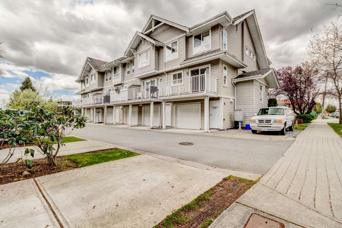 Photo 2: 6 5255 201A Street in Langley: Langley City Townhouse for sale : MLS® # R2160090