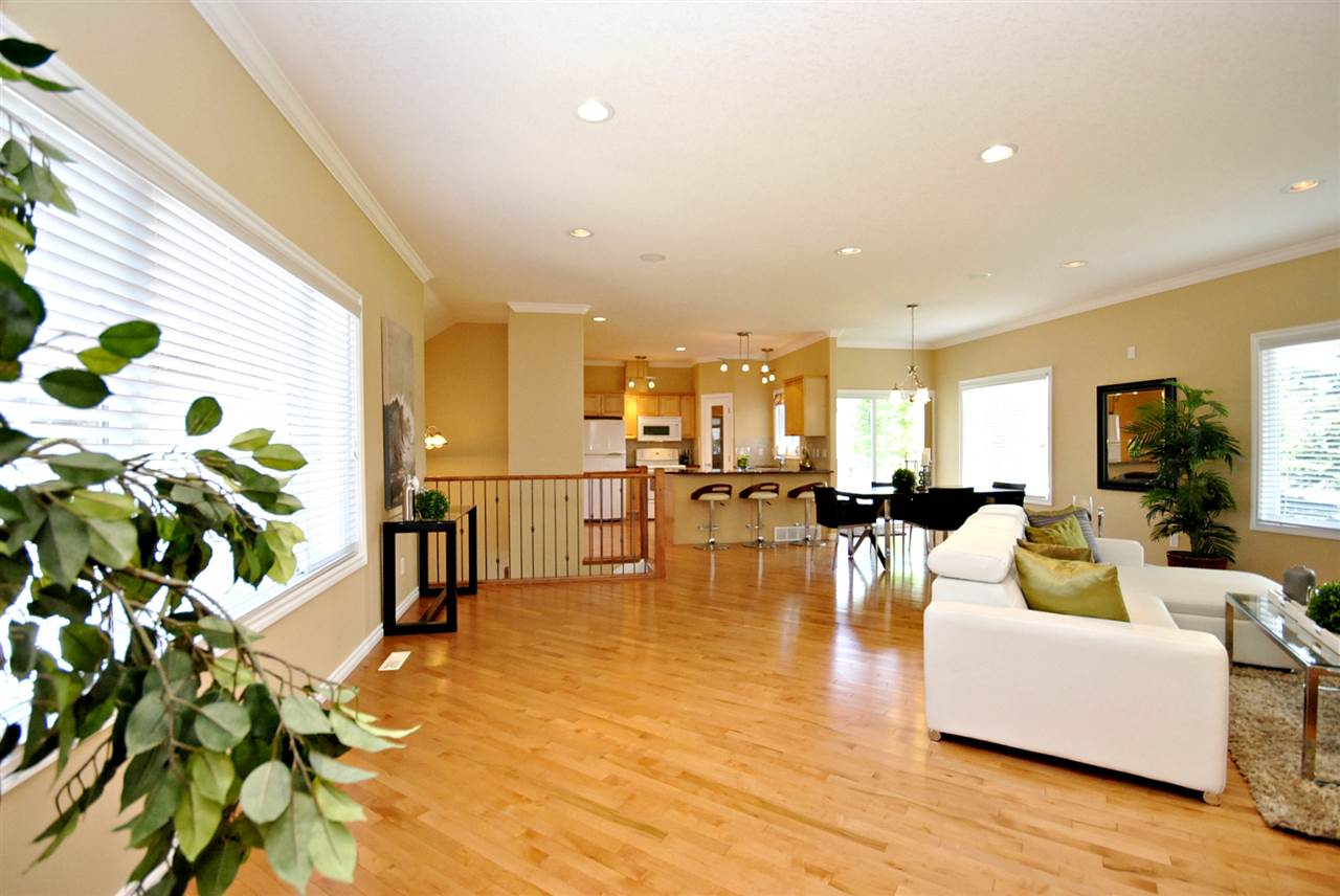 Main Photo: 3 17715 96 Avenue in Edmonton: Zone 20 House Half Duplex for sale : MLS(r) # E4067369