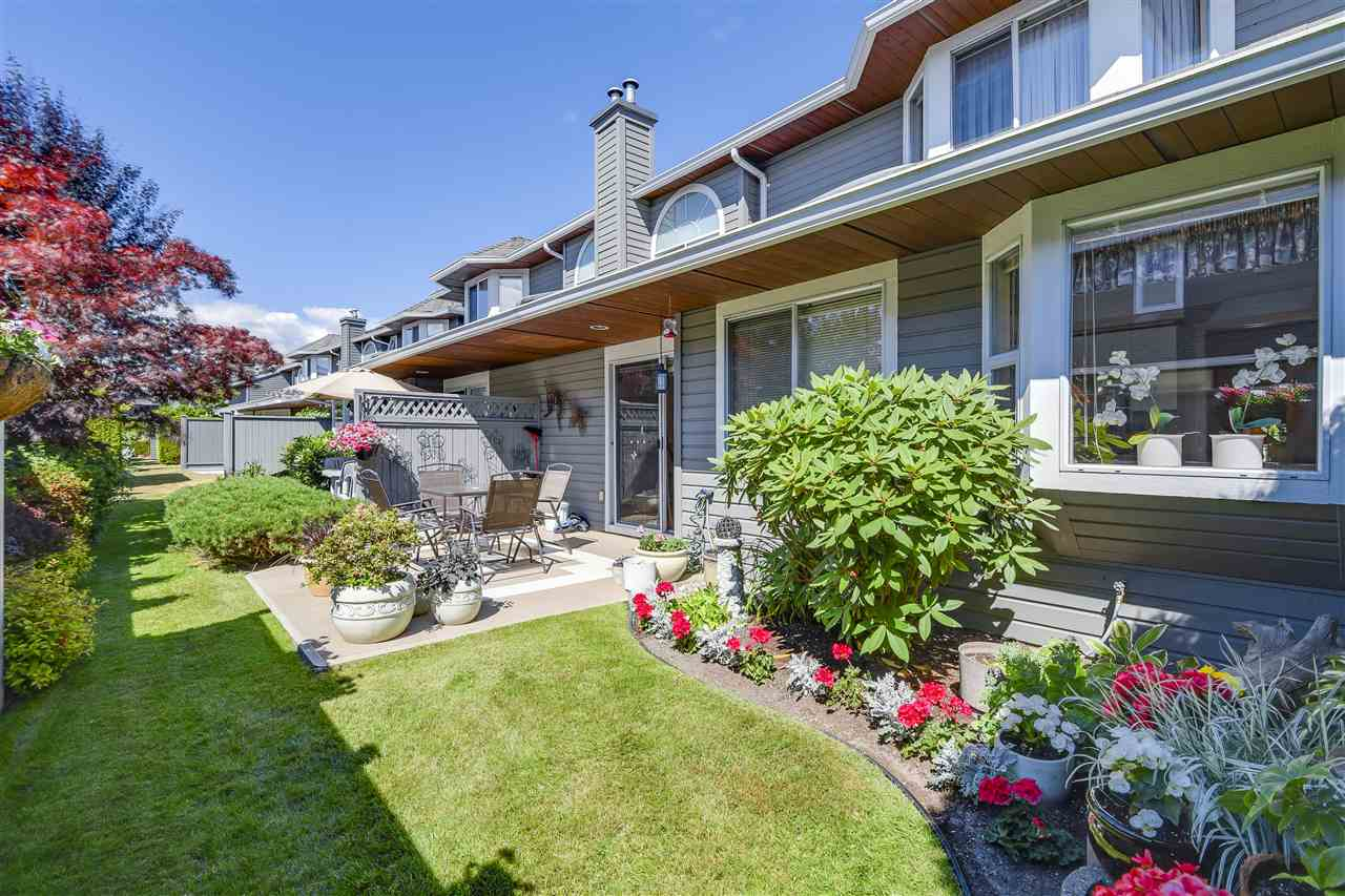 "Photo 5: 6141 W BOUNDARY Drive in Surrey: Panorama Ridge Townhouse for sale in ""LAKEWOOD GARDENS IN BOUNDARY PARK"" : MLS® # R2191951"