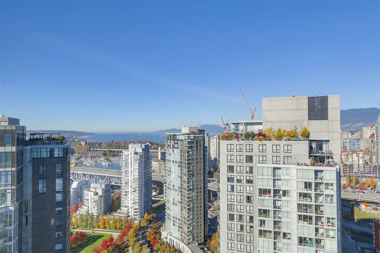 "Main Photo: 3903 1408 STRATHMORE Mews in Vancouver: Yaletown Condo for sale in ""West One"" (Vancouver West)  : MLS® # R2218263"