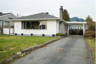 Main Photo: 836 E 11TH Street in North Vancouver: Boulevard House for sale : MLS®# R2306169