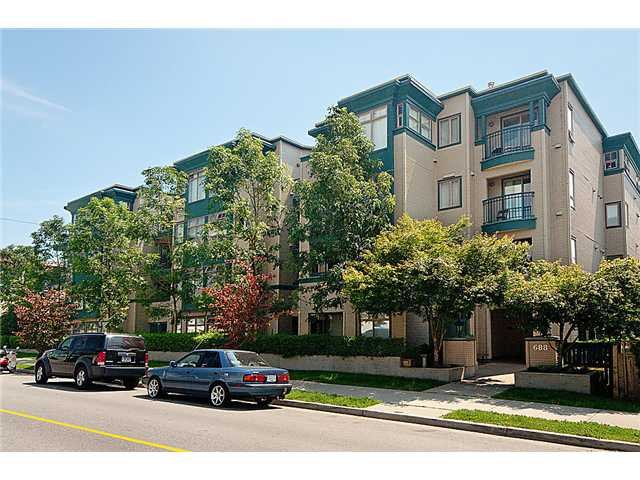 "Main Photo: 105 688 E 16TH Avenue in Vancouver: Fraser VE Condo for sale in ""VINTAGE EASTSIDE"" (Vancouver East)  : MLS®# V881898"