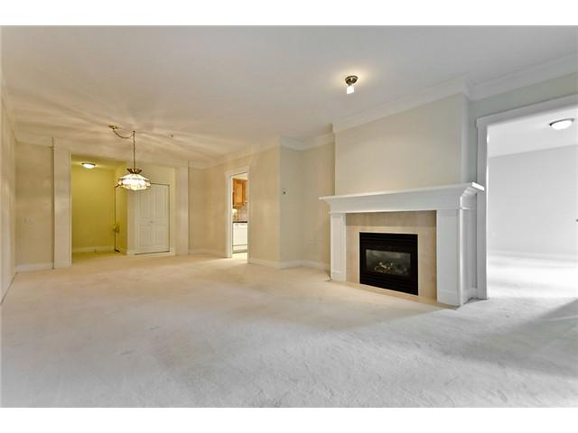 "Photo 2: 218 3188 W 41ST Avenue in Vancouver: Kerrisdale Condo for sale in ""Lanesborough"" (Vancouver West)  : MLS(r) # V906139"