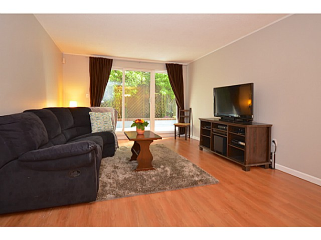 "Main Photo: 114 2033 TRIUMPH Street in Vancouver: Hastings Condo for sale in ""MCKENZIE HOUSE"" (Vancouver East)  : MLS® # V1049708"