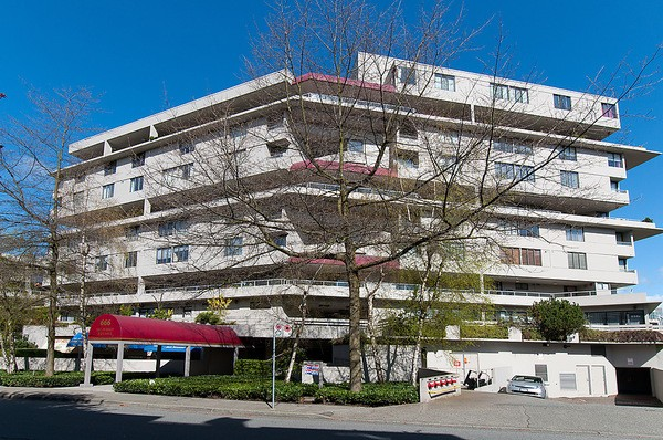 FEATURED LISTING: 422 - 666 LEG IN BOOT Square Vancouver
