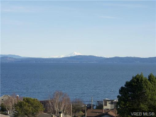 Main Photo: 5061 Lochside Drive in VICTORIA: SE Cordova Bay Single Family Detached for sale (Saanich East)  : MLS® # 344940