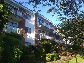 "Main Photo: 309 1950 W 8TH Avenue in Vancouver: Kitsilano Condo for sale in ""MARQUIS MANOR"" (Vancouver West)  : MLS(r) # R2069129"