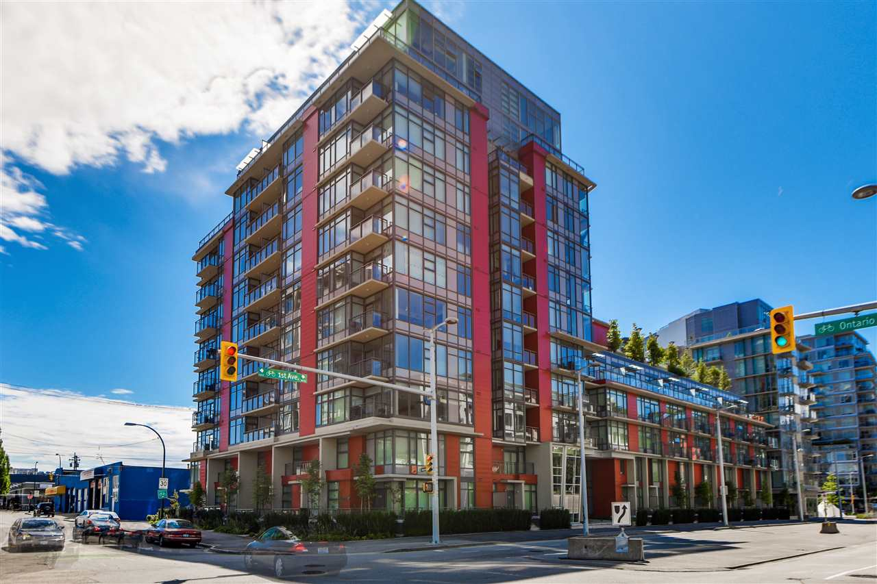 "Main Photo: 703 38 W 1ST Avenue in Vancouver: False Creek Condo for sale in ""THE ONE BY PINNACLE"" (Vancouver West)  : MLS® # R2091565"