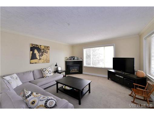 Photo 10: 24 127 Aldersmith Place in VICTORIA: VR Glentana Townhouse for sale (View Royal)  : MLS(r) # 368134