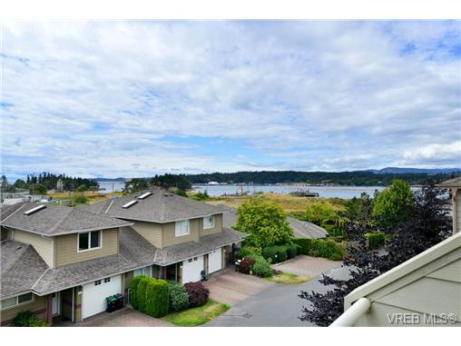 Photo 3: 24 127 Aldersmith Place in VICTORIA: VR Glentana Townhouse for sale (View Royal)  : MLS(r) # 368134