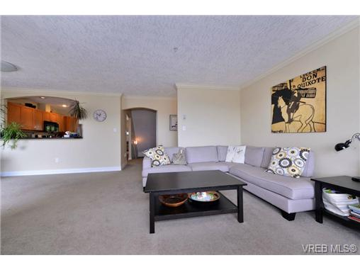 Photo 11: 24 127 Aldersmith Place in VICTORIA: VR Glentana Townhouse for sale (View Royal)  : MLS(r) # 368134
