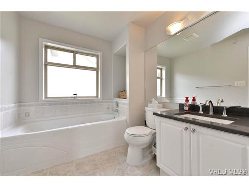 Photo 14: 24 127 Aldersmith Place in VICTORIA: VR Glentana Townhouse for sale (View Royal)  : MLS(r) # 368134