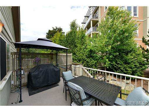 Photo 4: 24 127 Aldersmith Place in VICTORIA: VR Glentana Townhouse for sale (View Royal)  : MLS(r) # 368134