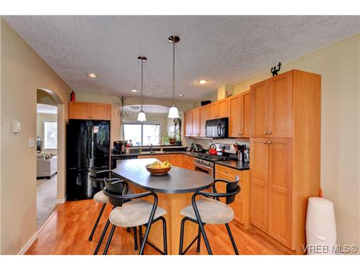 Photo 6: 24 127 Aldersmith Place in VICTORIA: VR Glentana Townhouse for sale (View Royal)  : MLS(r) # 368134