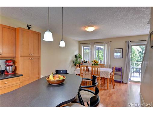 Photo 7: 24 127 Aldersmith Place in VICTORIA: VR Glentana Townhouse for sale (View Royal)  : MLS(r) # 368134