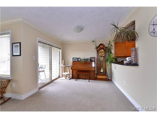 Photo 9: 24 127 Aldersmith Place in VICTORIA: VR Glentana Townhouse for sale (View Royal)  : MLS(r) # 368134