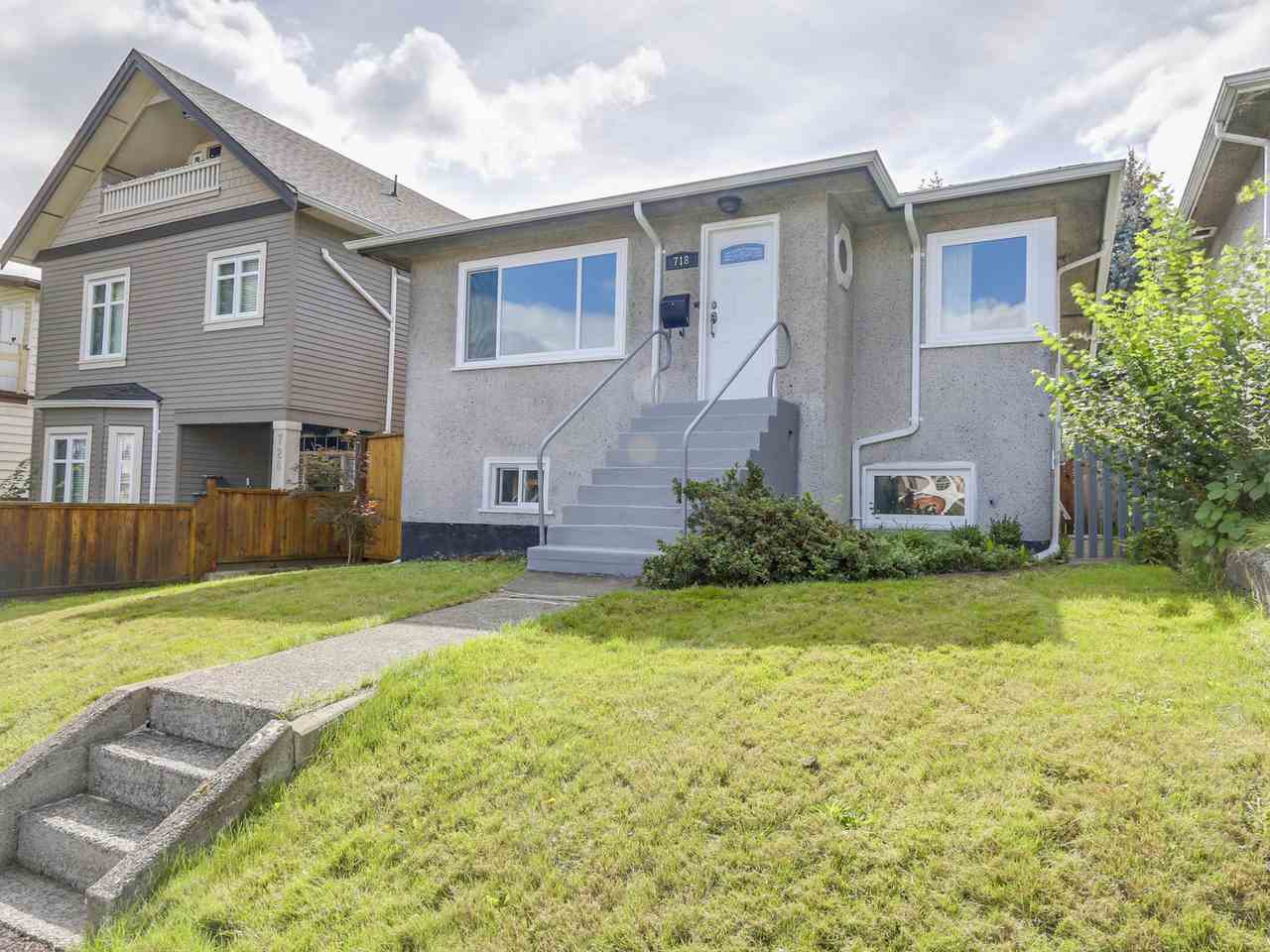 Photo 2: 718 E 12TH Avenue in Vancouver: Mount Pleasant VE House for sale (Vancouver East)  : MLS(r) # R2107688