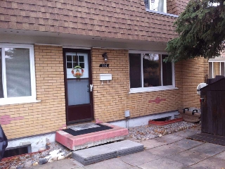 Main Photo: 184 LONDONDERRY Square in Edmonton: Zone 02 Townhouse for sale : MLS(r) # E4048534