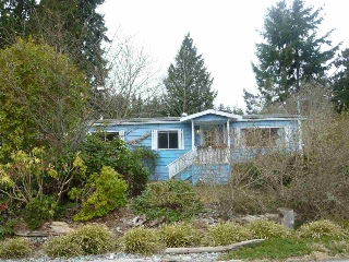 "Main Photo: 5675 SURF Circle in Sechelt: Sechelt District Manufactured Home for sale in ""SECHELT"" (Sunshine Coast)  : MLS®# R2143216"