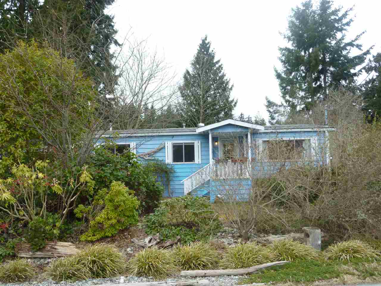 "Photo 1: Photos: 5675 SURF Circle in Sechelt: Sechelt District Manufactured Home for sale in ""SECHELT"" (Sunshine Coast)  : MLS® # R2143216"