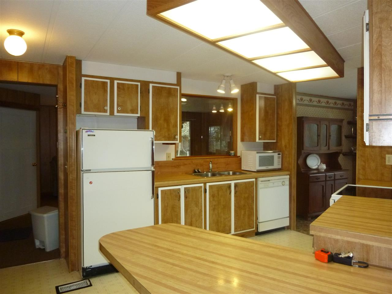 "Photo 3: Photos: 5675 SURF Circle in Sechelt: Sechelt District Manufactured Home for sale in ""SECHELT"" (Sunshine Coast)  : MLS® # R2143216"