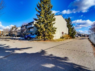 Main Photo: 11875 145 Avenue NW in Edmonton: Zone 27 Townhouse for sale : MLS(r) # E4057745
