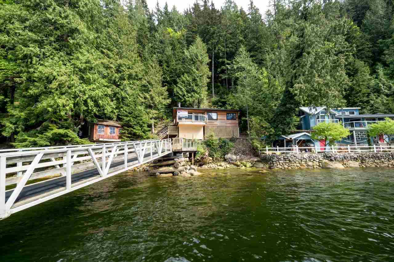 "Photo 5: 29 JOHNSON Bay in North Vancouver: Indian Arm House for sale in ""Johnson Bay"" : MLS(r) # R2160921"