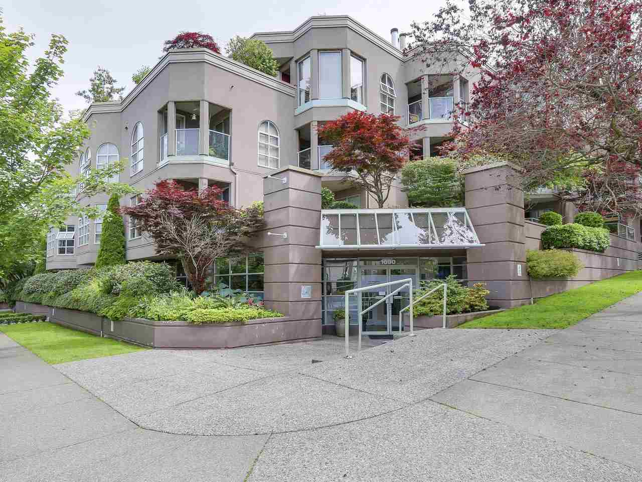 "Main Photo: 111 1082 W 8TH Avenue in Vancouver: Fairview VW Condo for sale in ""La Galleria"" (Vancouver West)  : MLS® # R2184418"