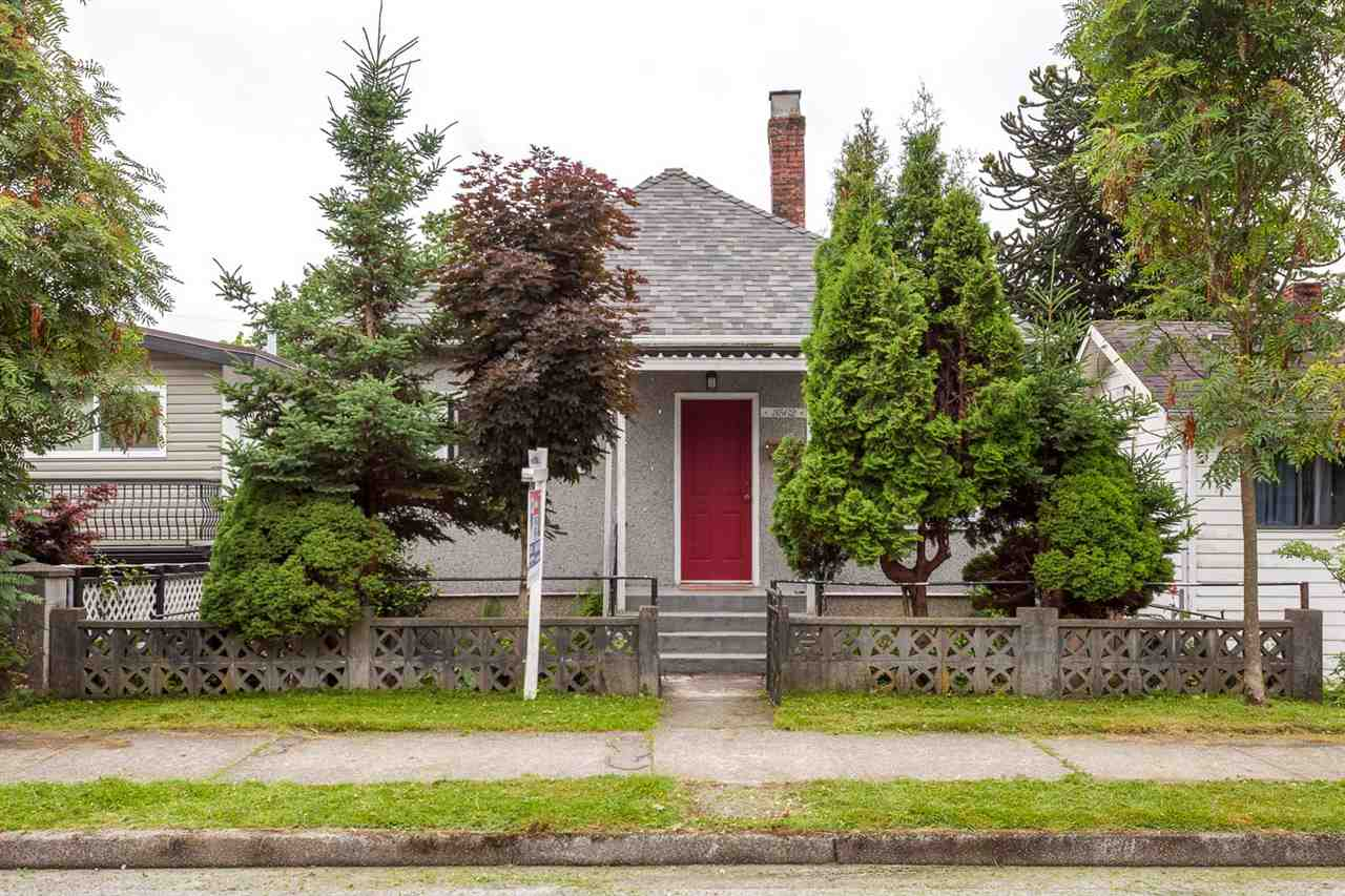 Main Photo: 3562 E GEORGIA STREET in Vancouver: Renfrew VE House for sale (Vancouver East)  : MLS® # R2190288