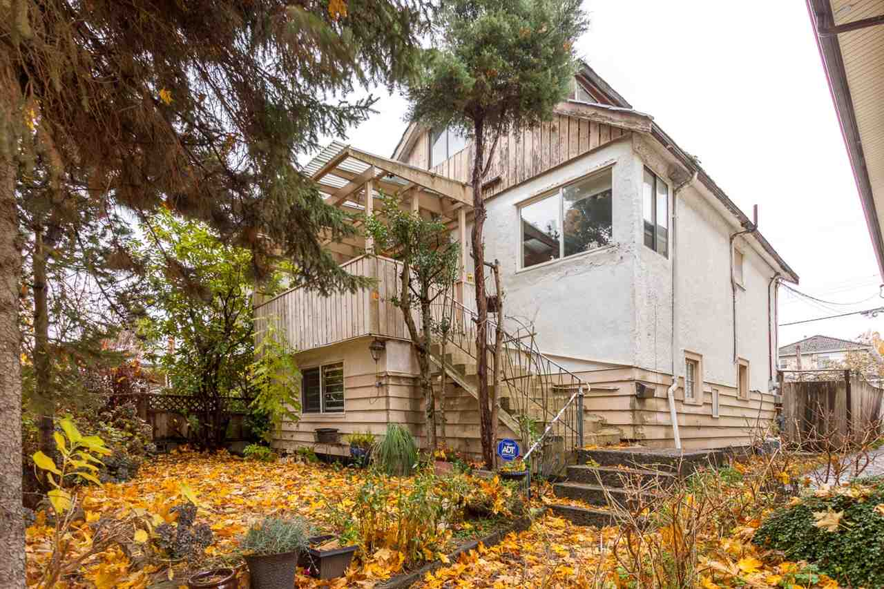 Main Photo: 4985 SHERBROOKE Street in Vancouver: Knight House for sale (Vancouver East)  : MLS® # R2223042
