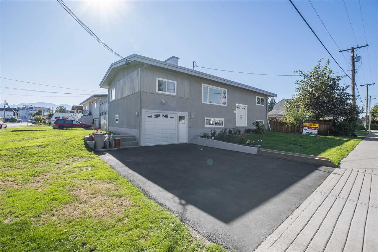 Main Photo: 46240 REECE AVENUE in Chilliwack: Chilliwack N Yale-Well House for sale : MLS®# R2211935