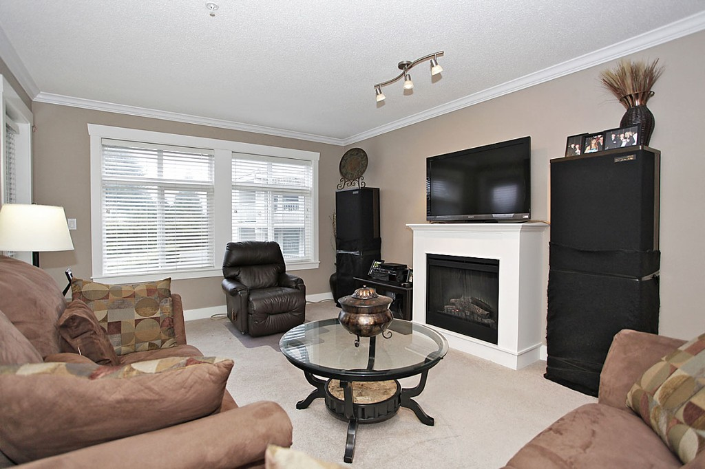 "Photo 13: 205 33255 OLD YALE Road in Abbotsford: Central Abbotsford Condo for sale in ""The Brixton"" : MLS® # F1327436"