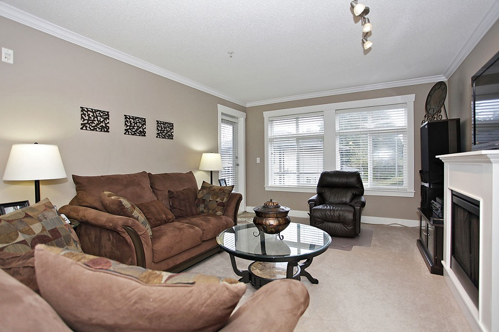 "Photo 12: 205 33255 OLD YALE Road in Abbotsford: Central Abbotsford Condo for sale in ""The Brixton"" : MLS® # F1327436"