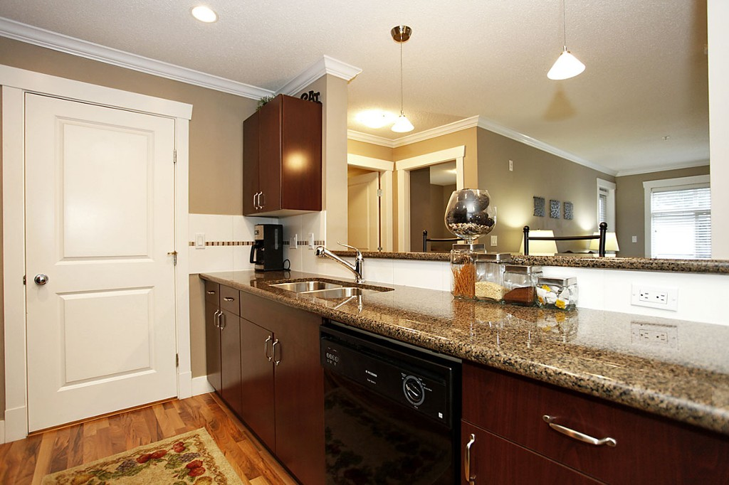 "Photo 9: 205 33255 OLD YALE Road in Abbotsford: Central Abbotsford Condo for sale in ""The Brixton"" : MLS® # F1327436"