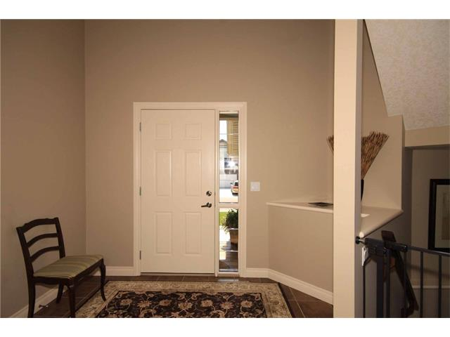 A spacious front foyer that's open to above.
