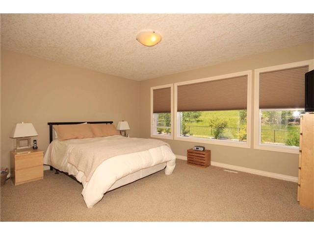 Photo 35: 136 Sunset Close: Cochrane House for sale : MLS® # C4044517
