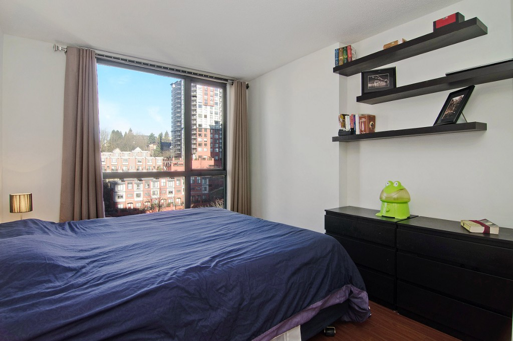 "Photo 8: 704 828 AGNES Street in New Westminster: Downtown NW Condo for sale in ""WESTMINSTER TOWERS"" : MLS® # R2034811"