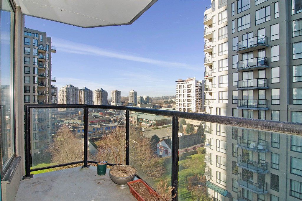 "Photo 12: 704 828 AGNES Street in New Westminster: Downtown NW Condo for sale in ""WESTMINSTER TOWERS"" : MLS® # R2034811"