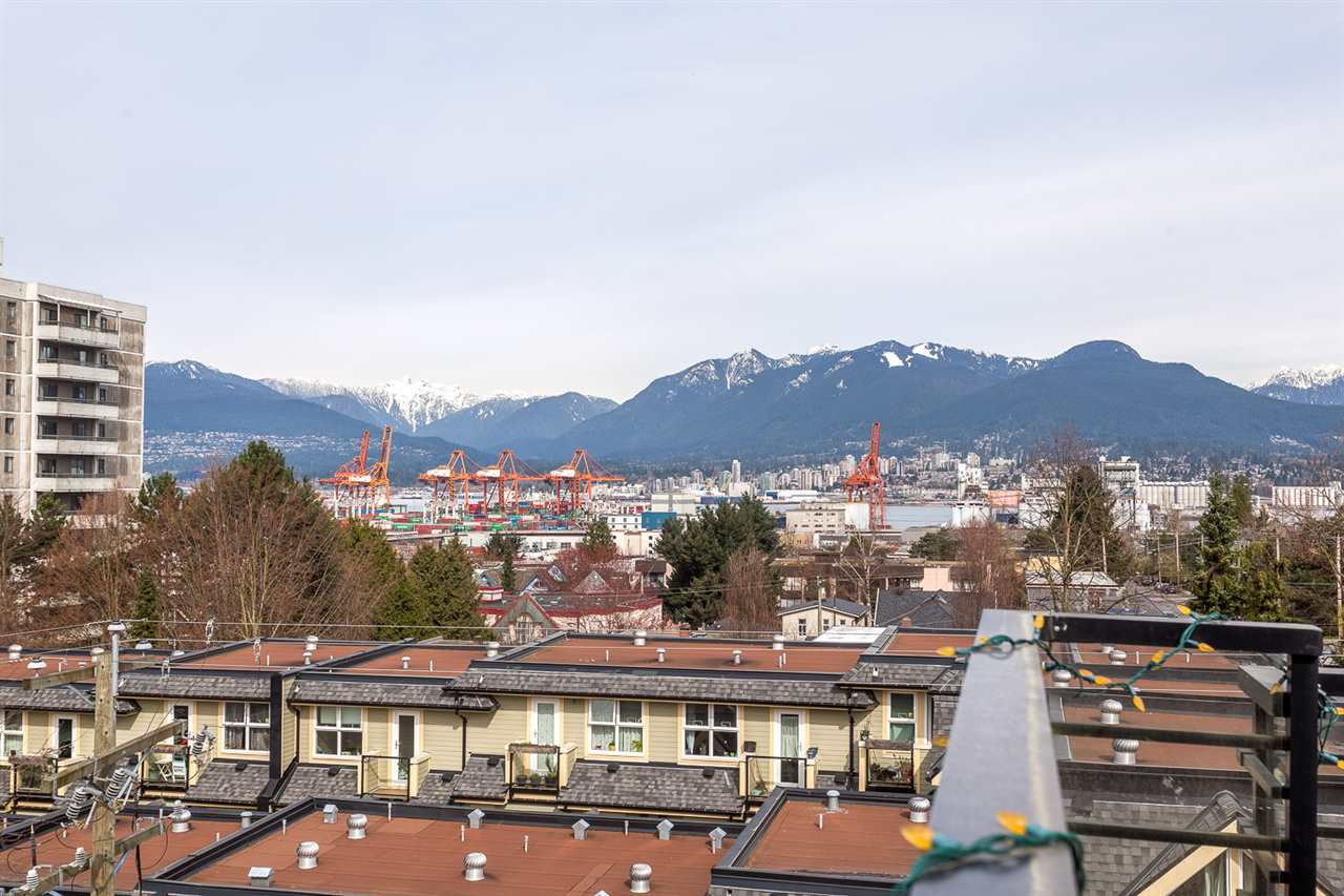 "Photo 14: 206 885 SALSBURY Drive in Vancouver: Hastings Condo for sale in ""On the Drive"" (Vancouver East)  : MLS® # R2047920"