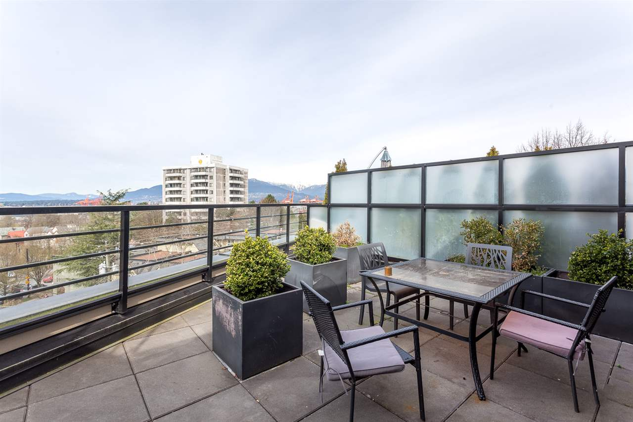 "Photo 12: 206 885 SALSBURY Drive in Vancouver: Hastings Condo for sale in ""On the Drive"" (Vancouver East)  : MLS® # R2047920"