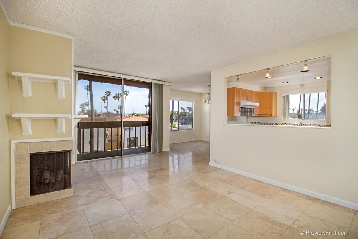Photo 2: OCEAN BEACH Condo for rent : 2 bedrooms : 5155 W Point Loma Blvd #11 in San Diego