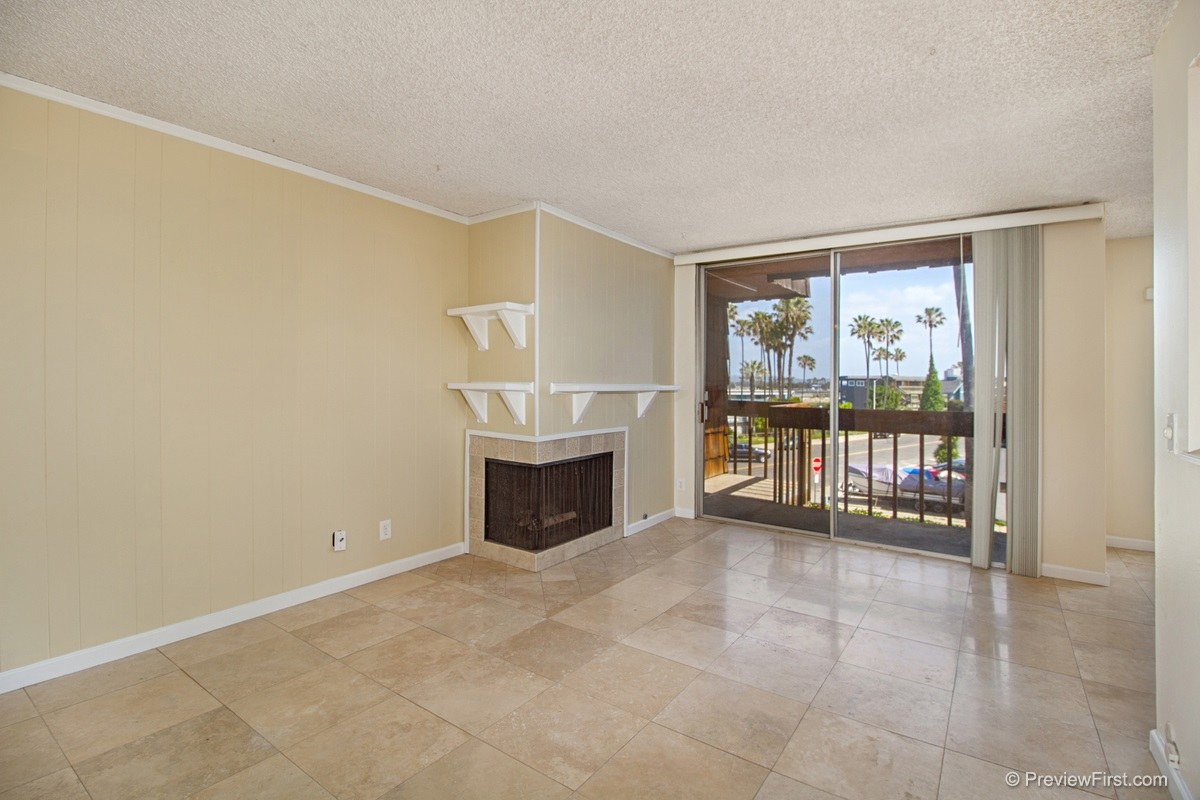 Photo 4: OCEAN BEACH Condo for rent : 2 bedrooms : 5155 W Point Loma Blvd #11 in San Diego